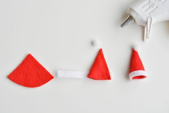 motivos navideños paso a paso, como hacer un pequeño gorro de fieltro, tutoriales de manualidades para Navidad