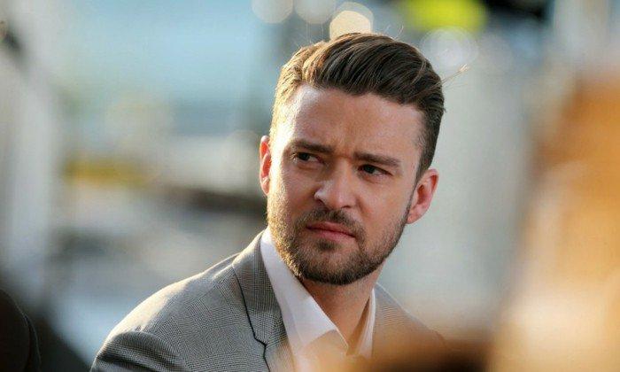 Justin Timberlake con un look impecable, cortes de pelo hombre clásicos, degradado con flequillo hacia atrás