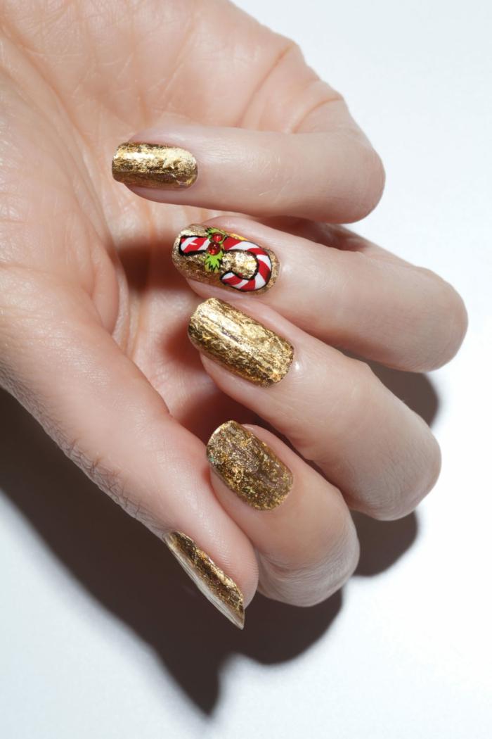 ideas de diseños de uñas faciles, uñas largas doradas de forma cuadrada, bonito detalle navideño