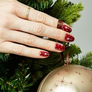 Descubre cuáles son los mejores diseños de uñas navideñas este año