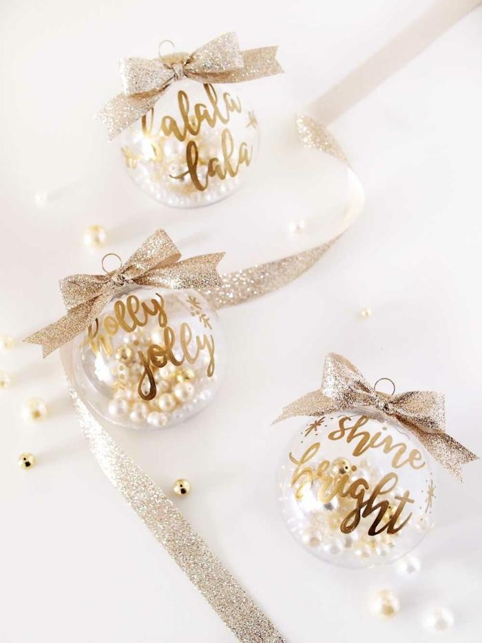 propuestas manualidades navideñas para adornar el árbol navideño, esferas navideñas decoradas a mano