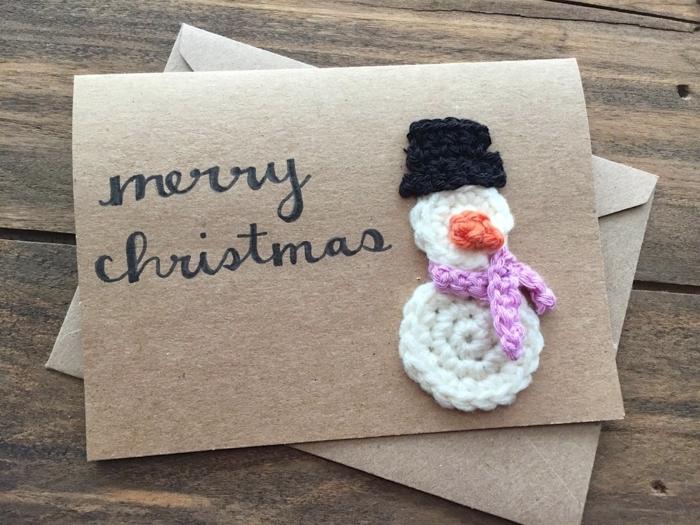 postales de navidad personalizadas de precioso diseño, tarjeta DIY con adorno navideño a crochet