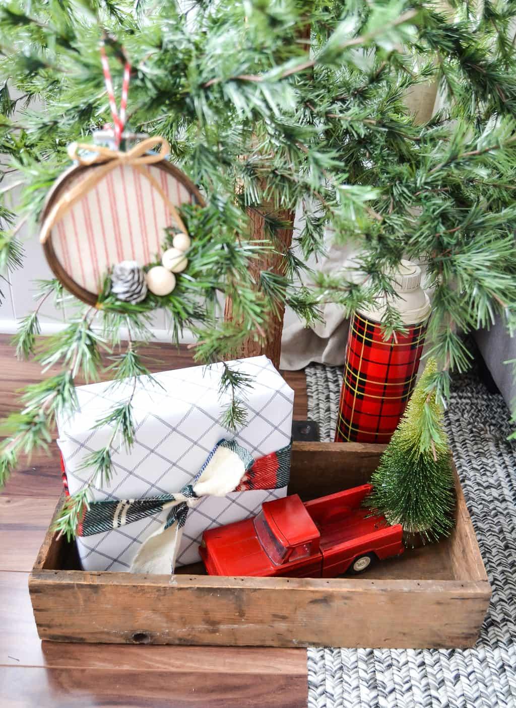 adornos navideños caseros para hacer en casa, precioso adorno DIY, decoración navideña casera, ideas 2018