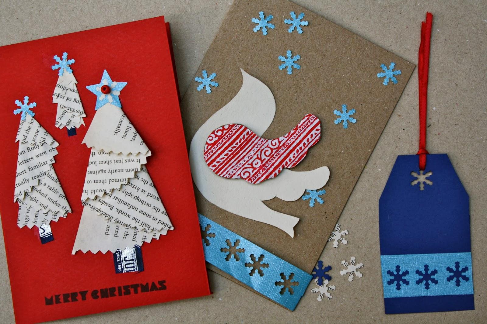 como hacer tarjetas navideñas manualidades con materiales recilados, decoración con trozos de papel períodico