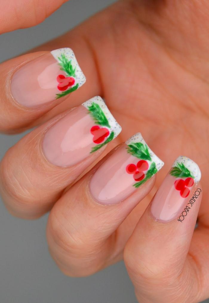 dibujos uñas navideñas bonitos, uñas francesas con decoración, elementos decorativos bonitos
