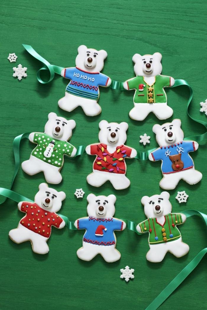 galletas navideñas de mantequilla decoradas con mucho encanto, osos pequeños con glaseado en diferentes colores