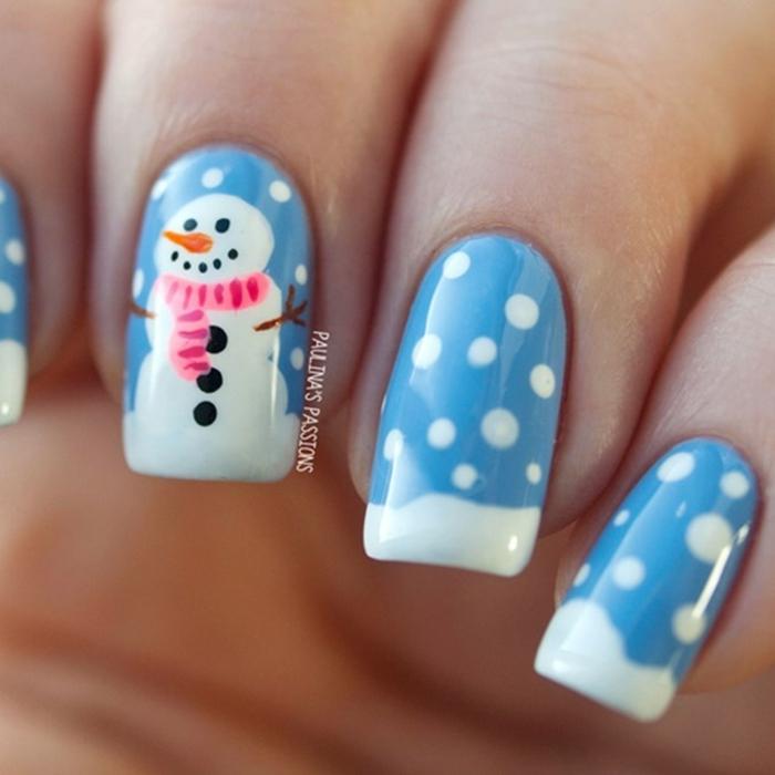 uñas francesas largas de forma cuadrada pintadas en azul con puntas en blanco, decoraciones para Navidad bonitas