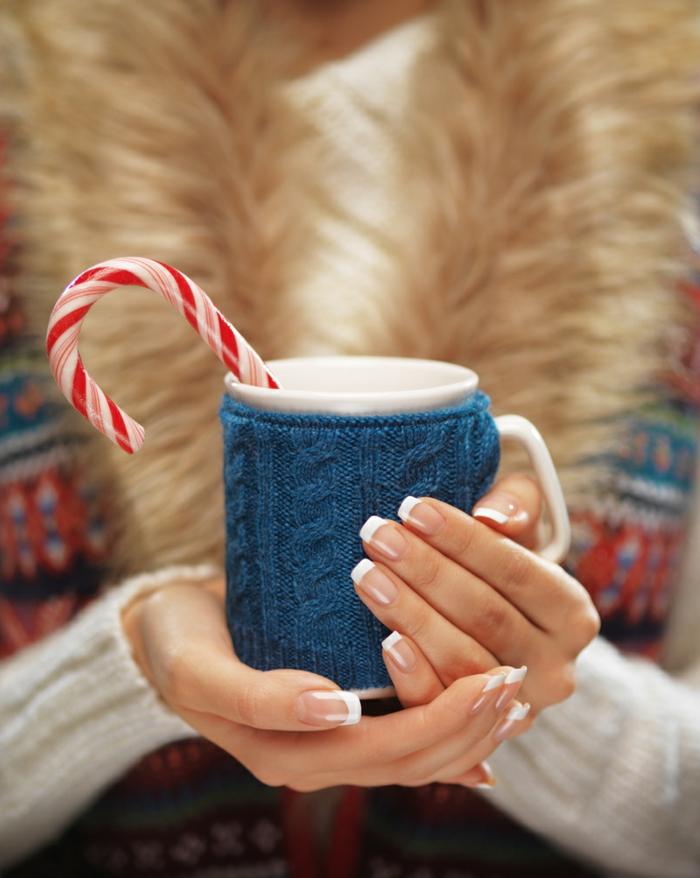 uñas largas de forma cuadrada, uñas francesas clásicas, bonitos diseños de uñas para Navidad