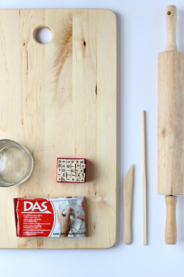 ideas de decoracion navideña manualidades, materiales necesarios para hacer unos bonitos adornos de arcilla
