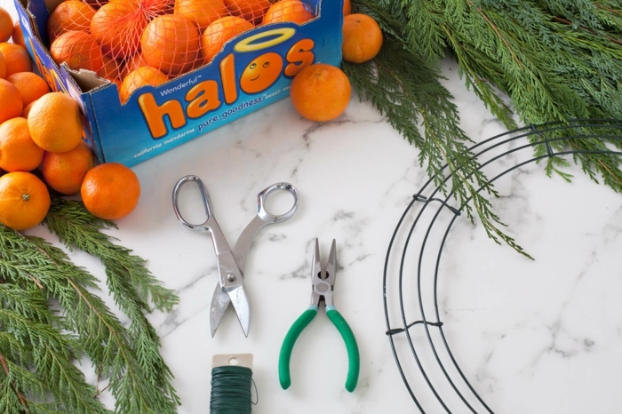 como hacer una guirnalda navideña DIY paso a paso, decoracion navideña manualidades paso a paso