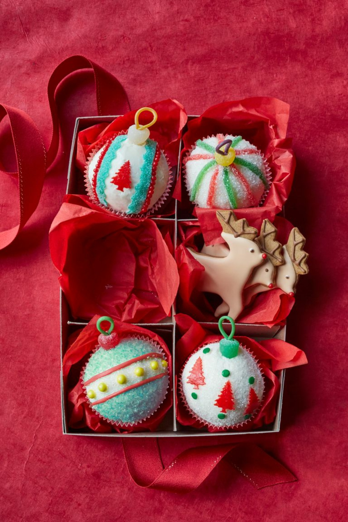 adorables propuestas de postres navideños faciles, magadalenas decoradas de manera encantadora