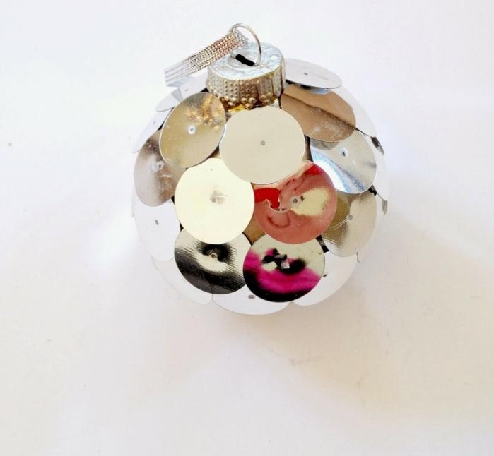esfera navideña DIY en estilo disco, decoracion navideña original y sencilla paso a paso