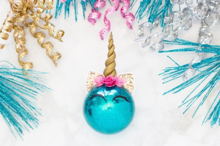 bola unicornio llena de purpurina, decoracion navideña original para hacer en casa en bonitas imágines