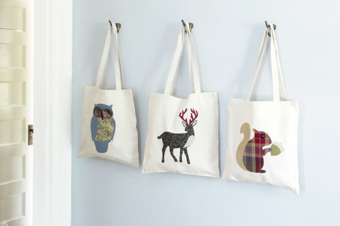 regalos para amigo invisible originales, bolsos de tela con imágines de animales, ideas de regalos Navidad