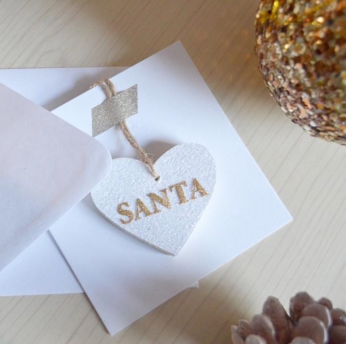 como hacer tarjetas de navidad con adornos navideños, tarjetas navideñas DIY paso a paso
