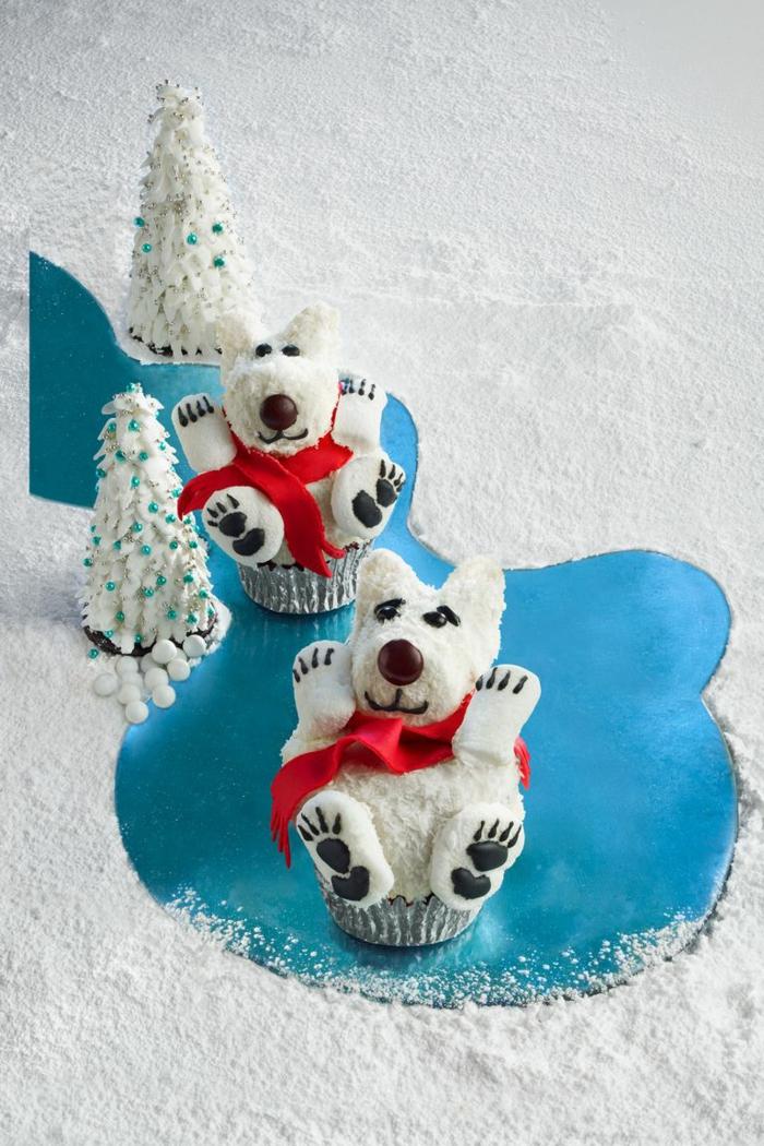 pequeñas magdalenas decoradas en forma de perro, postres navideños originales en fotos