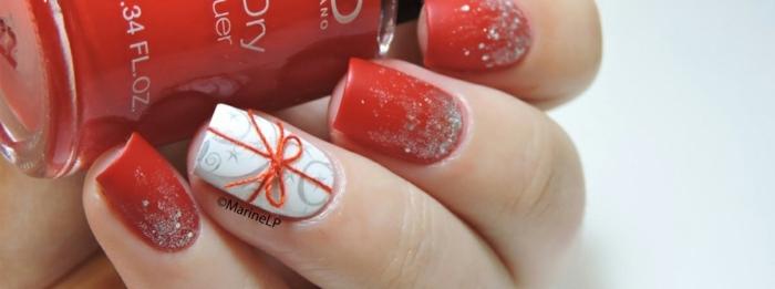 propuestas de manicura navideña super originales, uñas largas de forma cuadrada pintadas en blanco y rojo