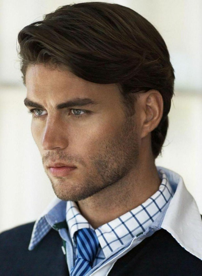 cortes de pelo modernos para hombre, pelo castaño oscuro longitud media, peinados hacia un lado