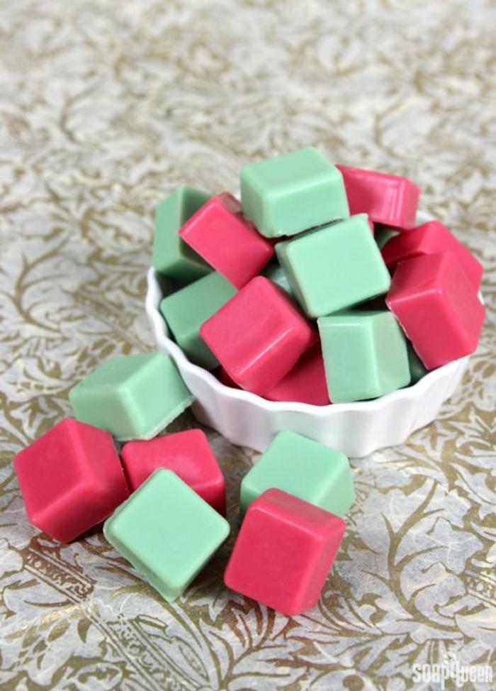 caramelos en verde y rojo, regalos amigo invisible 5 euros, propuestas de regalos unisex para Navidad