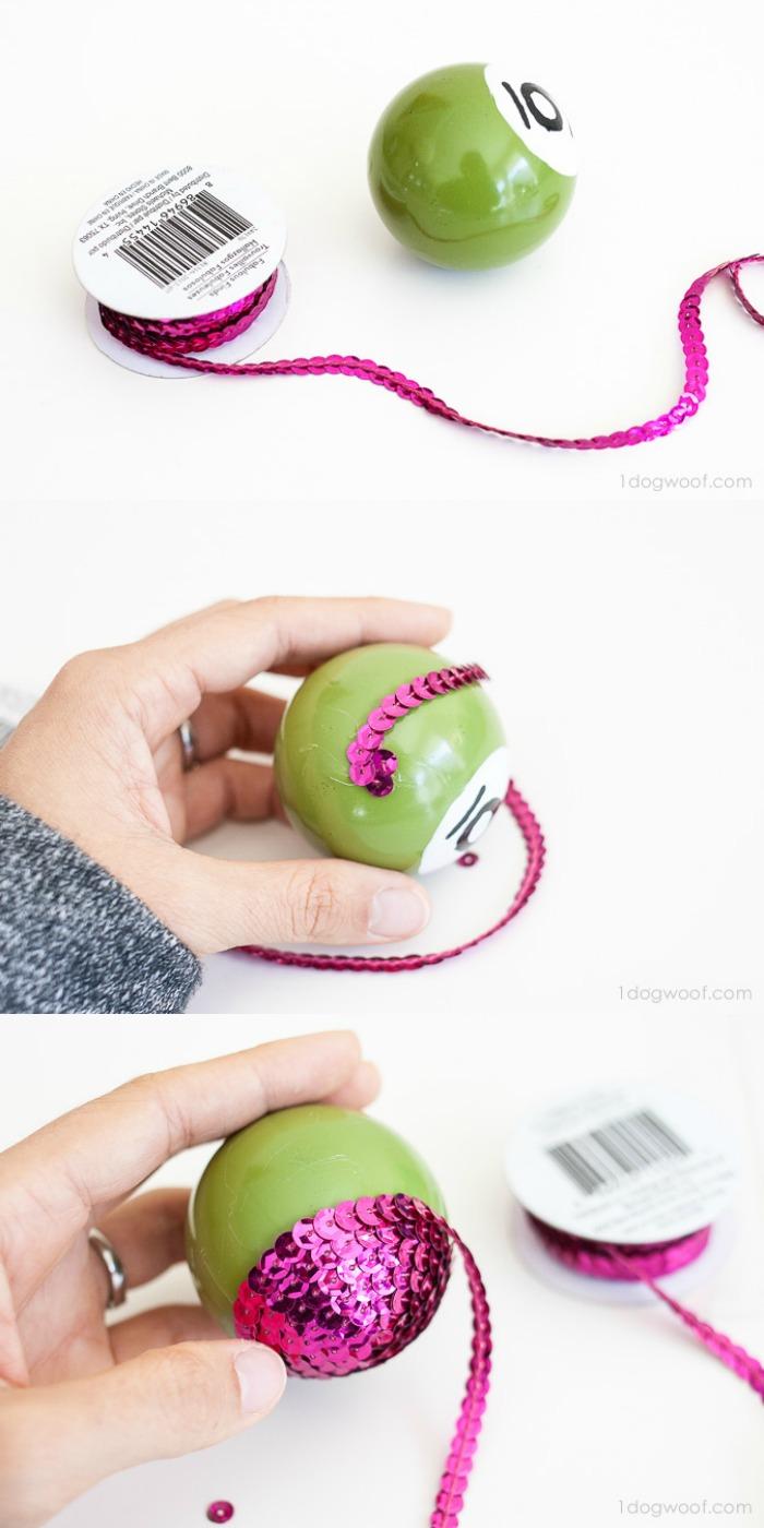 como hacer una esfera navideña reluciente, adornos de navidad caseros paso a paso en bonita fotos