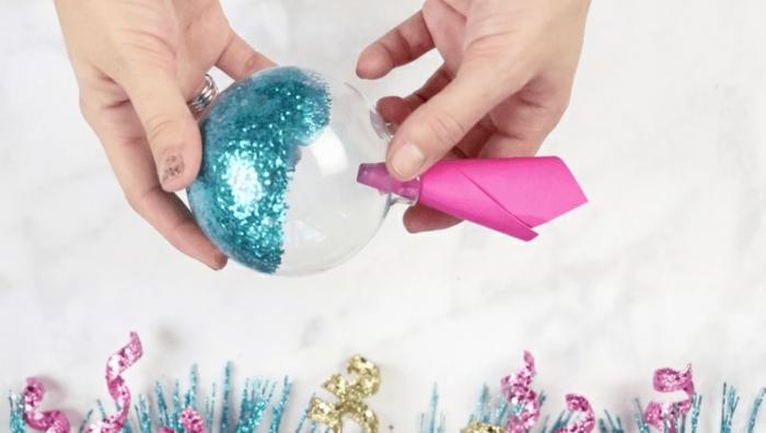 como hacer una esfera navideña decorativa unicornio, ideas de decoracion navideña original con tutoriales