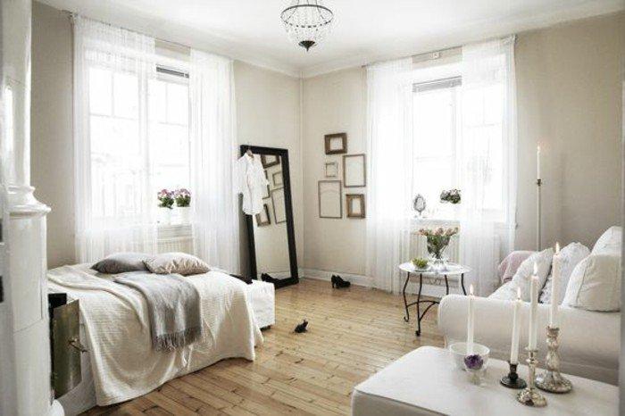 cuáles son las últimas tendencias en decoracion pisos pequeños modernos, dos camas y sofá en colores claros