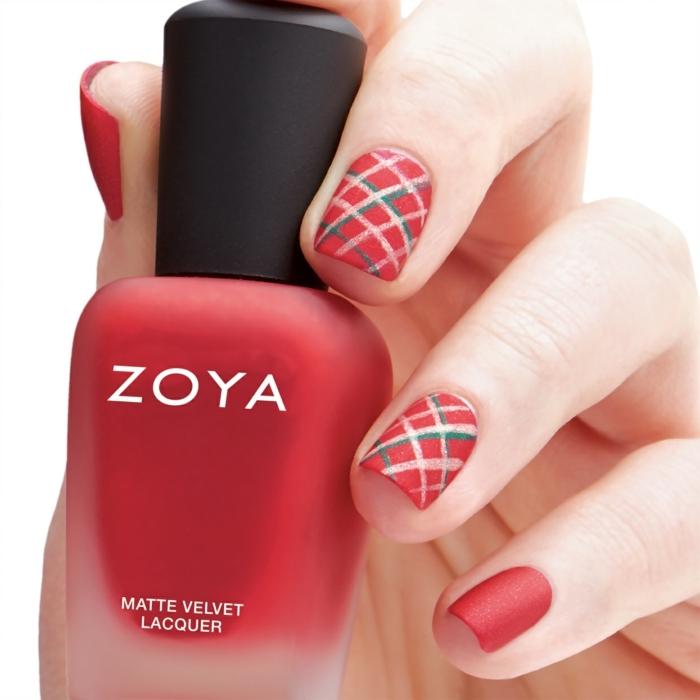 uñas cortas pintadas en rojo con acabado mate y bonitas decoraciones super fáciles de hacer