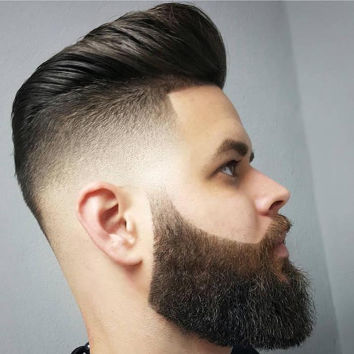 degradado vertical con larga barba y sienes rapados, cabello castaño oscuro largo texturizado