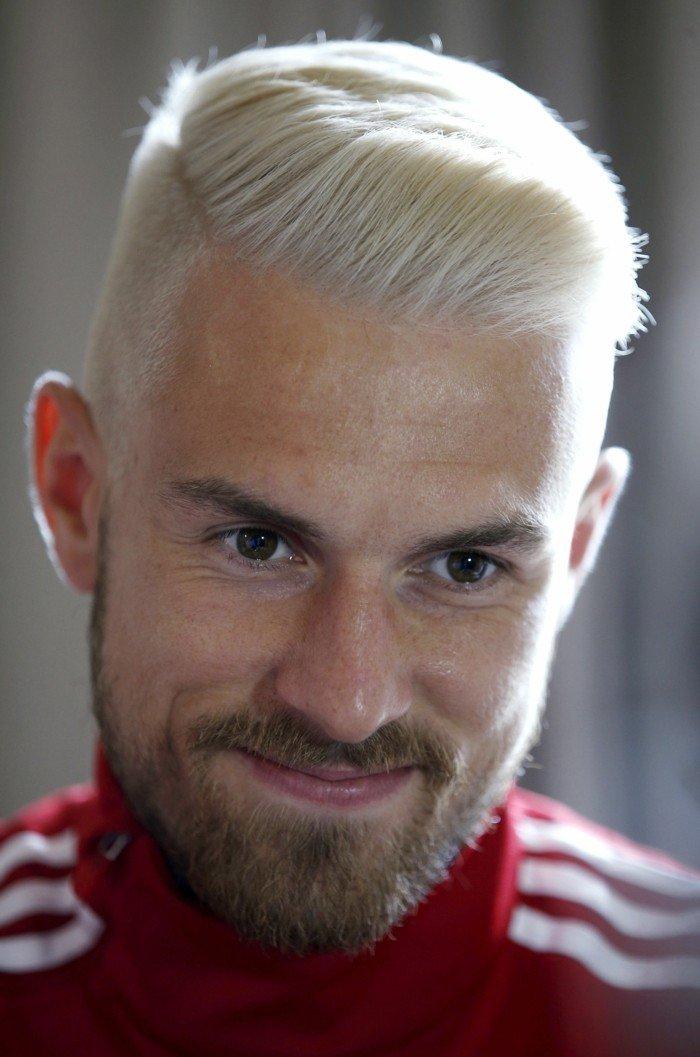 peinados pelo corto hombre, cabello rubio claro, corte con degradado, peinados y cortes modernos hombre