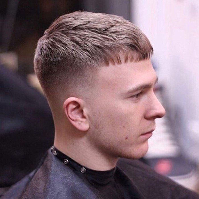 corte de pelo clásico americano con degradado, degradado pelo militar con fleco corto recto