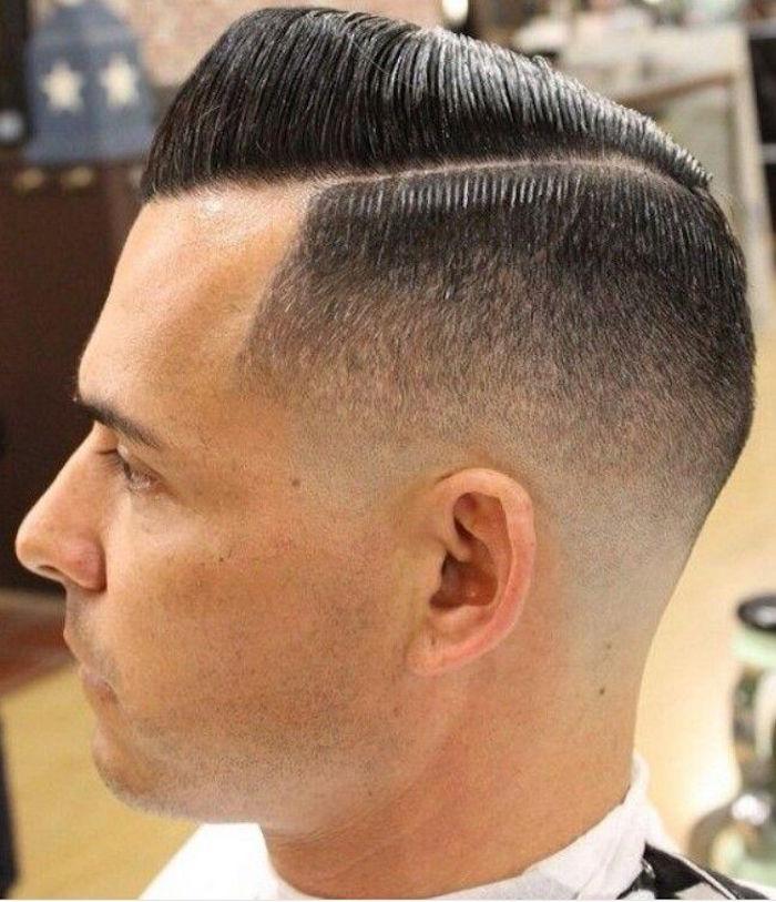 cuáles son los peinados hombre más populares, degradado pelo corte militar, degradado a un lado raya lateral