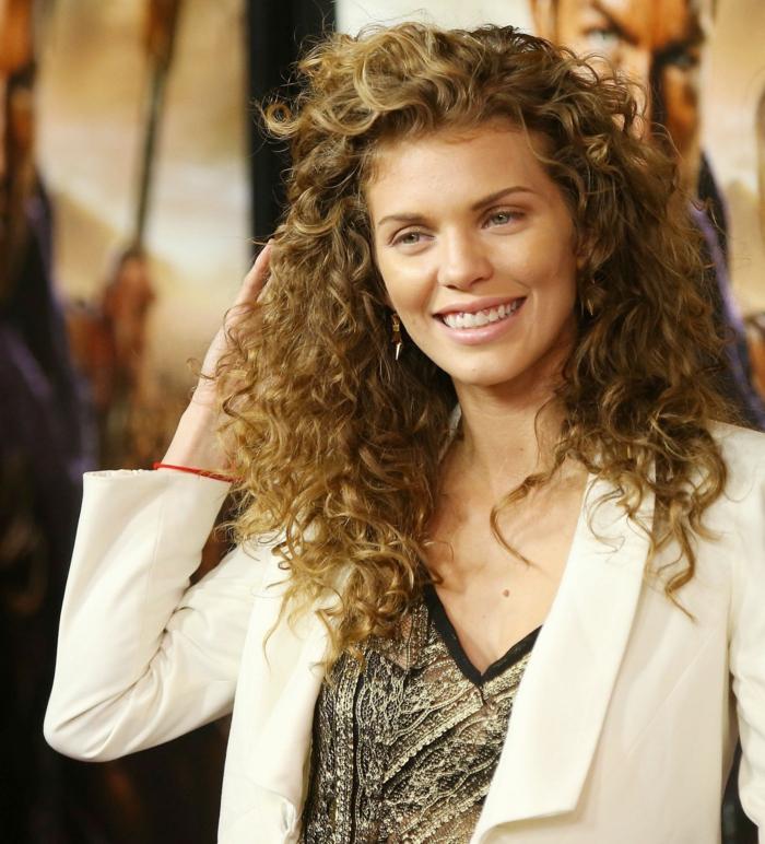 imagines de cortes de pelo en capas cortas, últimas tendencias en peinados y cortes de pelo para melenas rizadas