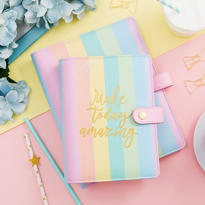 regalos originales para amigas Navidad 2018, precioso cuaderno en colores pastel con letras en dorado