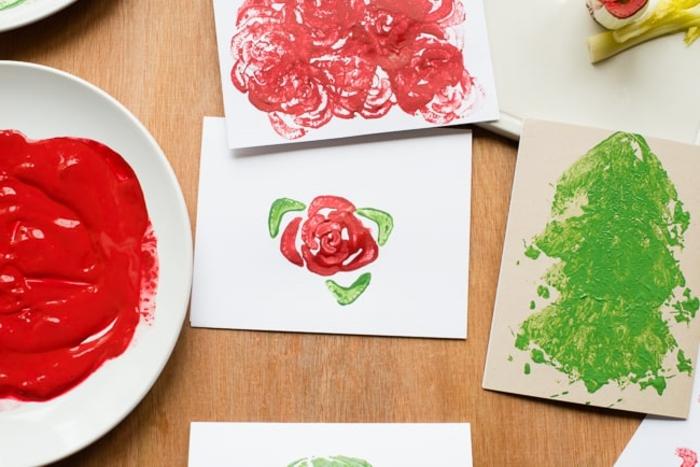 postales de navidad hechas a mano decoradas con pintura y estampados, originales ideas de tarjetas DIY