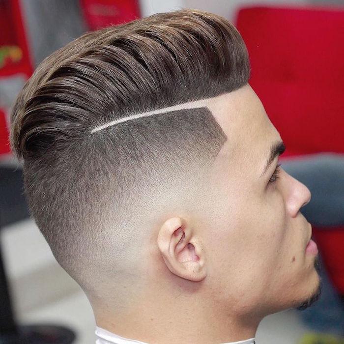 ideas de cortes de pelo modernos según la forma del rostro, degradado pelo hombre con raya lateral