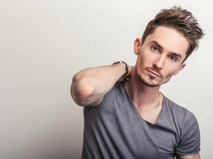ideas de peinados y cortes degradado pelo, cómo alargar la cara visualmente, larga franja texturizada
