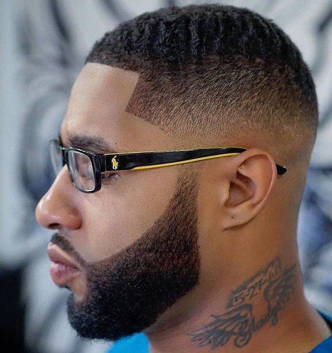 ideas de rapados hombre cabello afro, ideas sobre cómo conseguir el efecto visual de una cara más alargada
