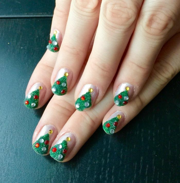 uñas originales con decoración navideña, como hacer uñas de gel navideñas paso a paso, árboles de Navidad 3 D