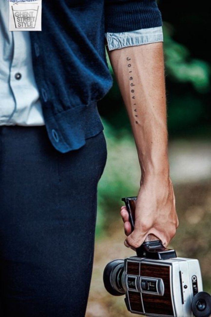 tatuajes chiquitos con letras para hombres y mujeres, tatuaje original en el antebrazo, diseños en imágines