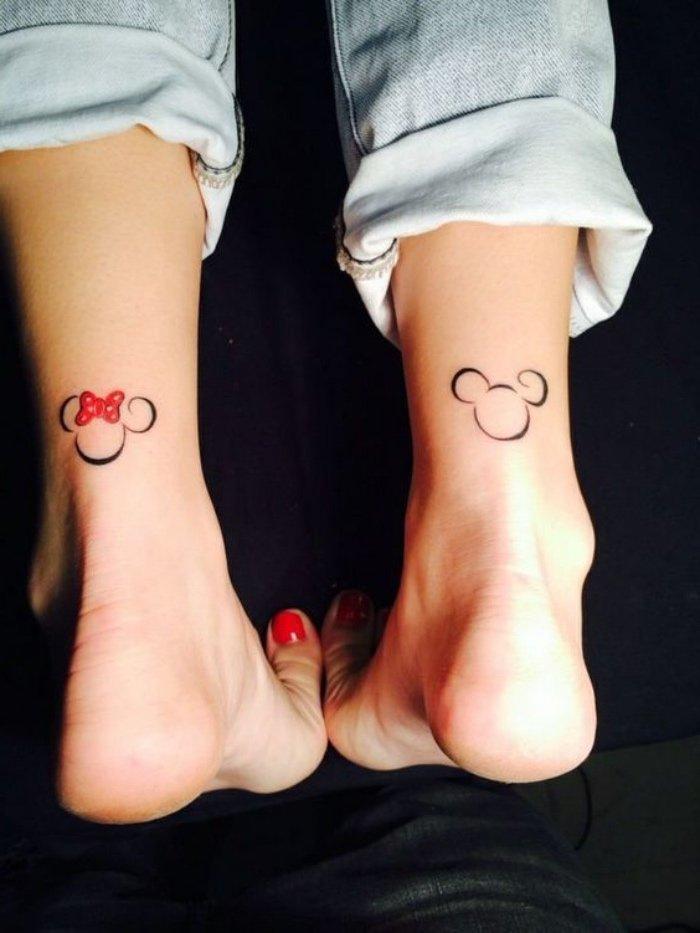 originales propuestas de tatuajes chiquitos para mujeres, tatuajes diminutos en los tobillos