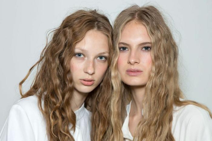 melenas largas onduladas, tendencias pelo rizado, cabello suelto ondulado efecto surfero