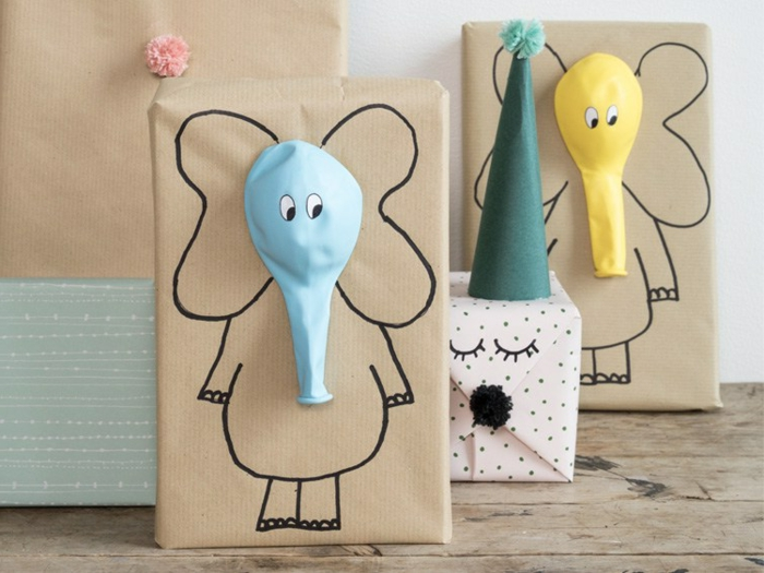 ideas de manualidades para regalar a una amiga, embalaje casero super original con globos en diferentes colores