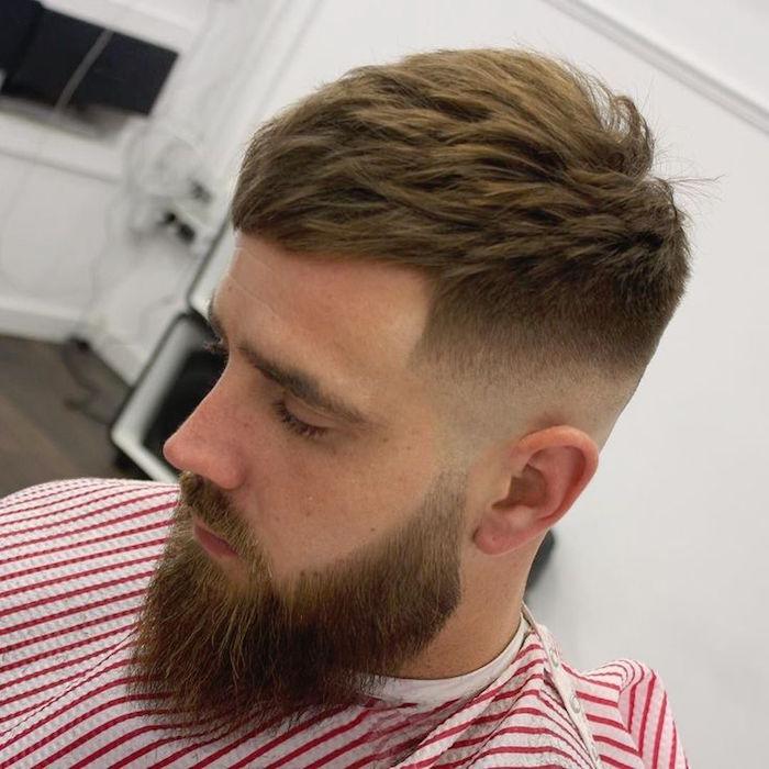 tupe hombre con larga barba, cabello recto con mucho volumen, cortes de pelo modernos 2018 2019