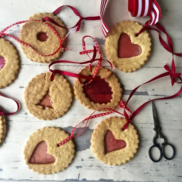 galletas navideñas caseras, ricas propuestas de regalo amigo invisible hecho a mano, adornos navideños DIY