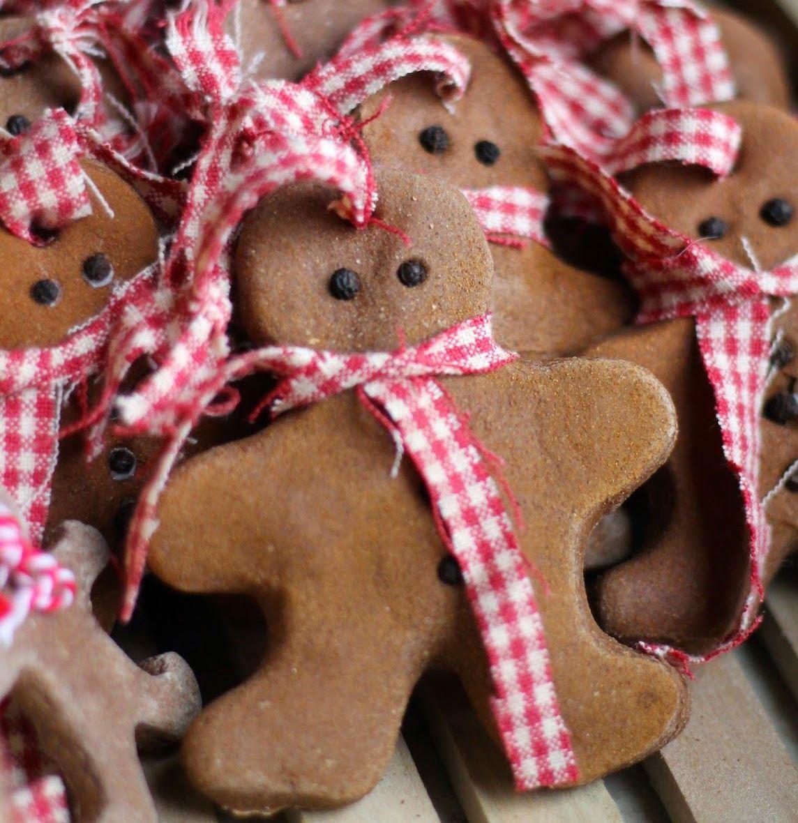 galletas con canela en forma de muñequitos de jengibre, adornos navideños caseros super bonitos