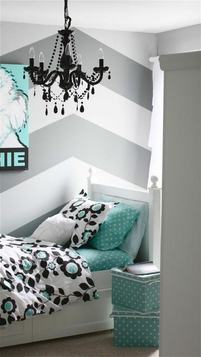 decoración dormitorio en blanco, gris perla y verde menta, detalles de diseño, candelabro vintage