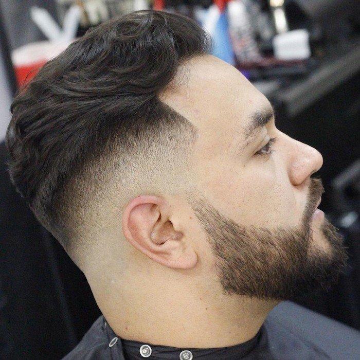 cuáles son los cortes de pelo ideales para cada forma de rostro, cabello castaño oscuro ligeramente rizado