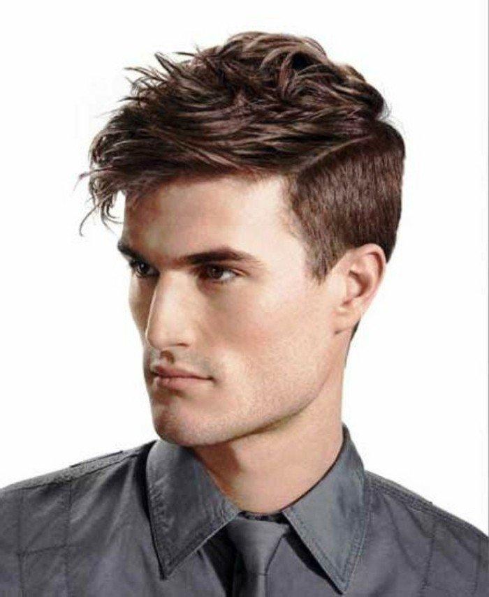cuáles son los peinados que favorecen los hombres con tipo de cara rectangular, degradado con fleco