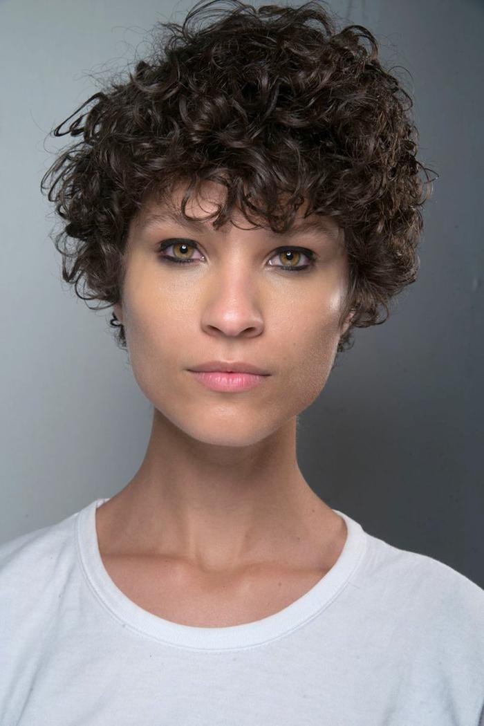 Minimalista peinados pelo corto rizado mujer Galería de tendencias de coloración del cabello - 1001 + ideas de peinados y cortes para pelo rizado