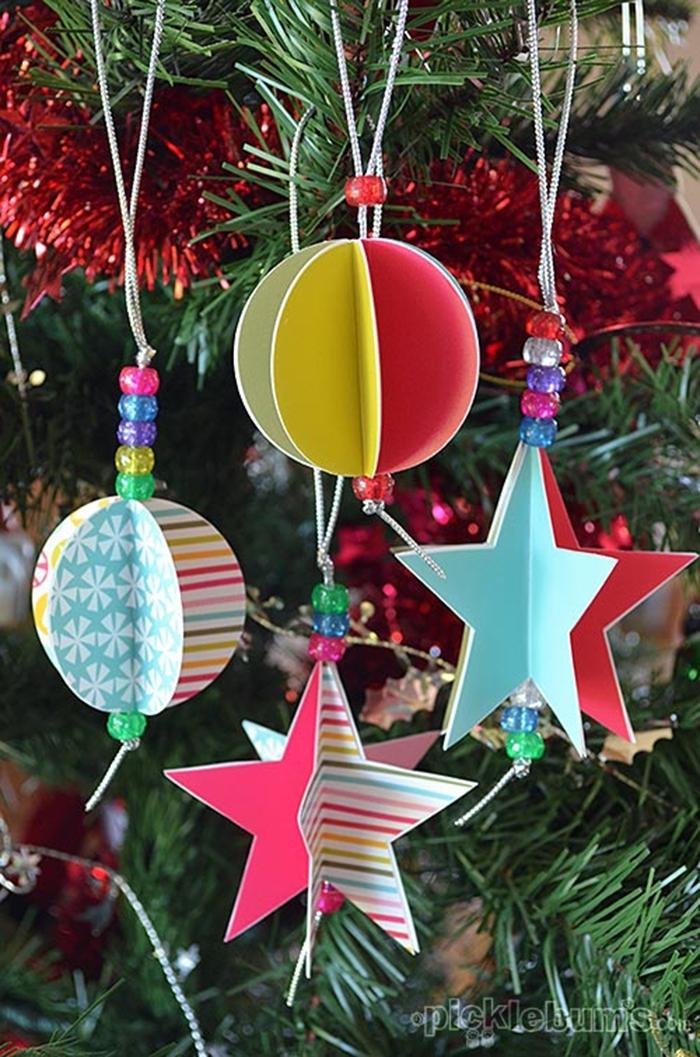 arbol de navidad casero decorado con adornos tridimensionales de cartulina, precioso ornamentos navideños